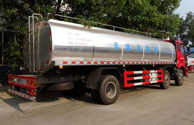 解放J6鲜奶运输车车尾向左图片