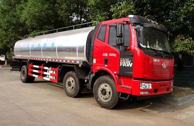 解放J6鲜奶运输车右侧图片