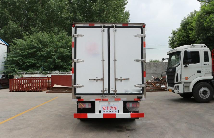 江铃顺达4.2米冷藏车正后图片