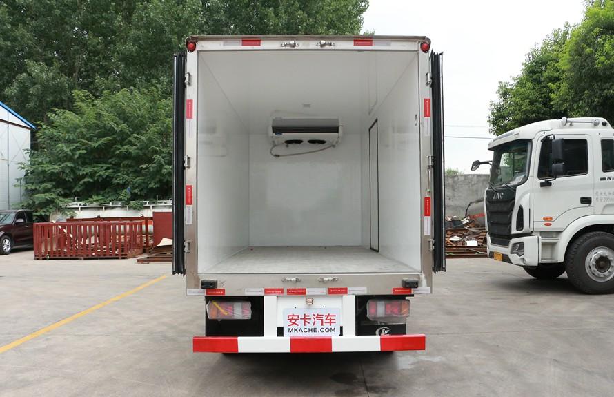 江铃顺达4.2米冷藏车厢体图片