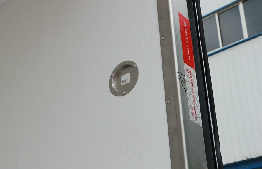 江铃顺达4.2米冷藏车厢体LED灯开关图片