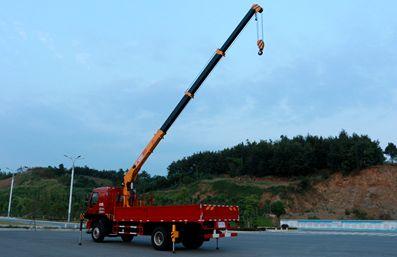 徐工6.3吨随车吊车尾向右图片