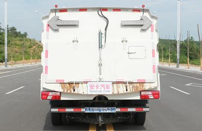 江铃7立方扫路车正后图片
