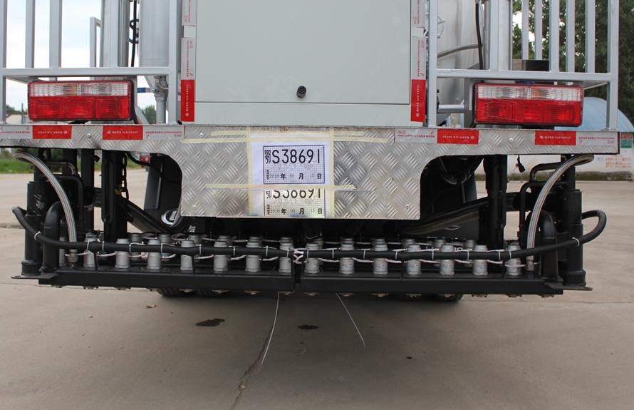 东风6吨沥青洒布车喷头图片