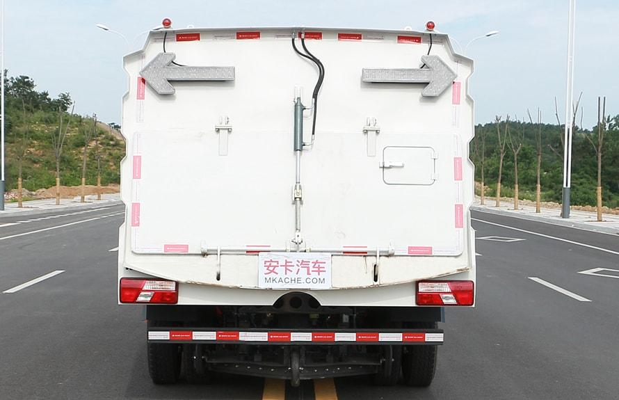 江铃扫路车图片