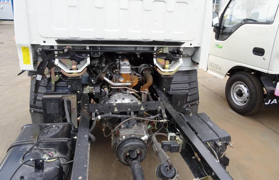 江铃顺达4.2米冷藏车底盘大梁图片