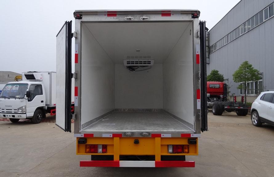 五十铃4.2米冷藏车厢体图片