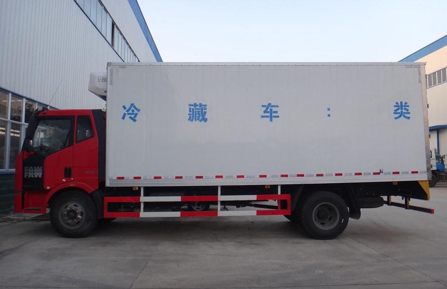 解放J6-6.8/7.5米冷藏车正侧图片