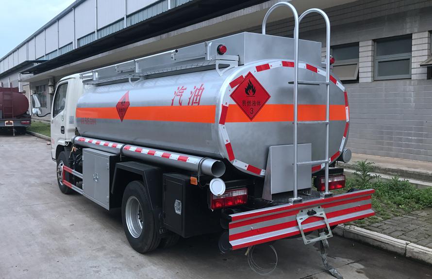 东风5吨油罐车后45度