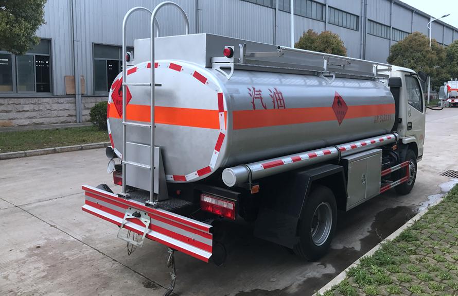 东风5吨油罐车后45度角