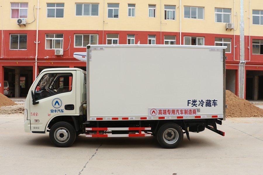 跃进小福星3.2米小型冷藏车正侧图片