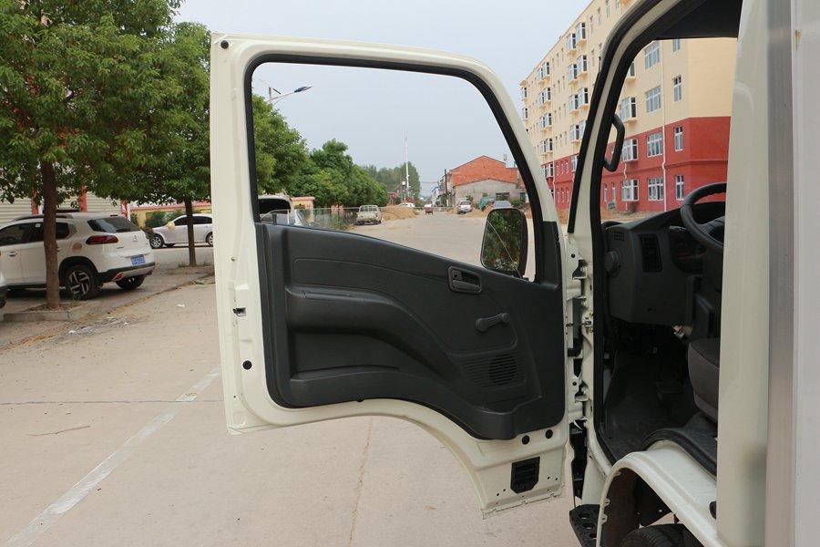 跃进小福星3.2米小型冷藏车门窗