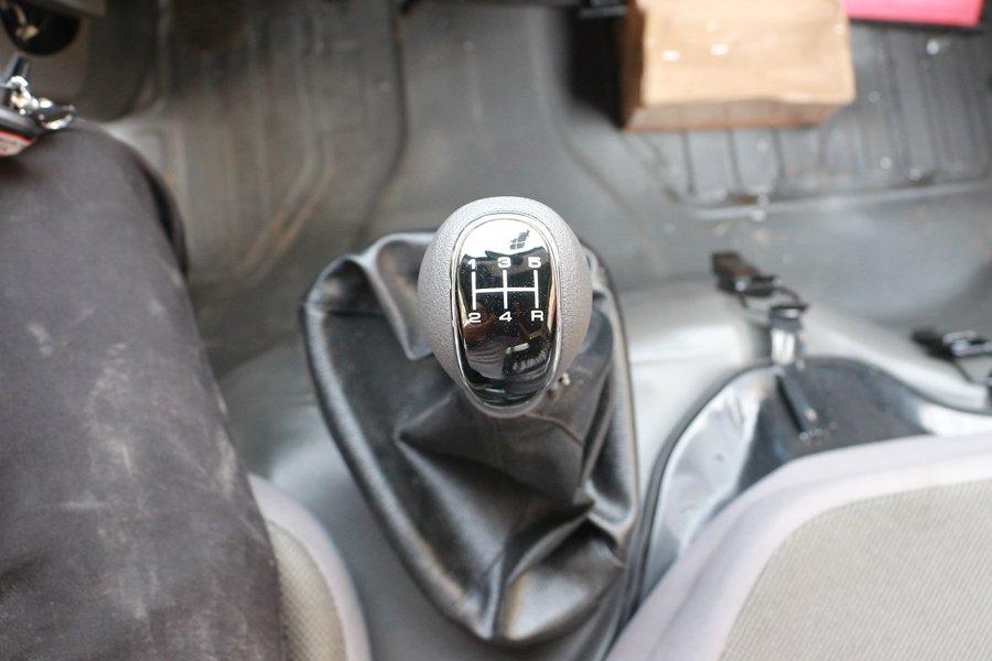 跃进小福星3.2米小型冷藏车变速箱