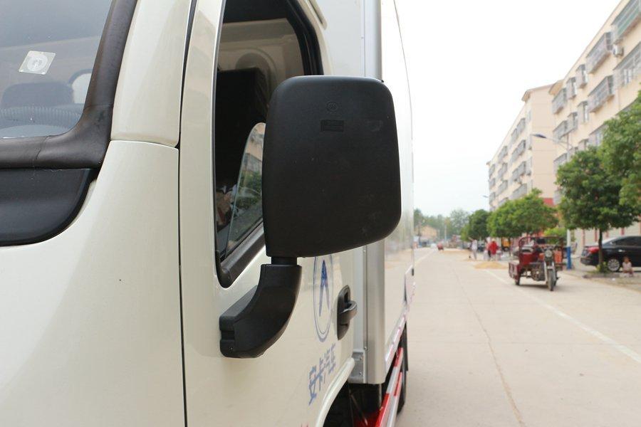 跃进小福星3.2米小型冷藏车倒车镜