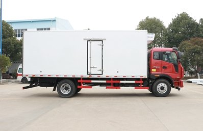 福田瑞沃6.8米冷藏车正侧图片