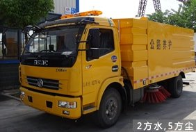 东风5吨中型扫路车