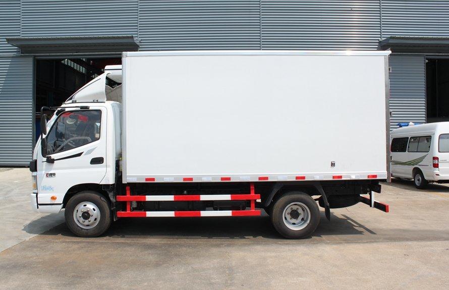 福田欧马可4.2米冷藏车正侧图片