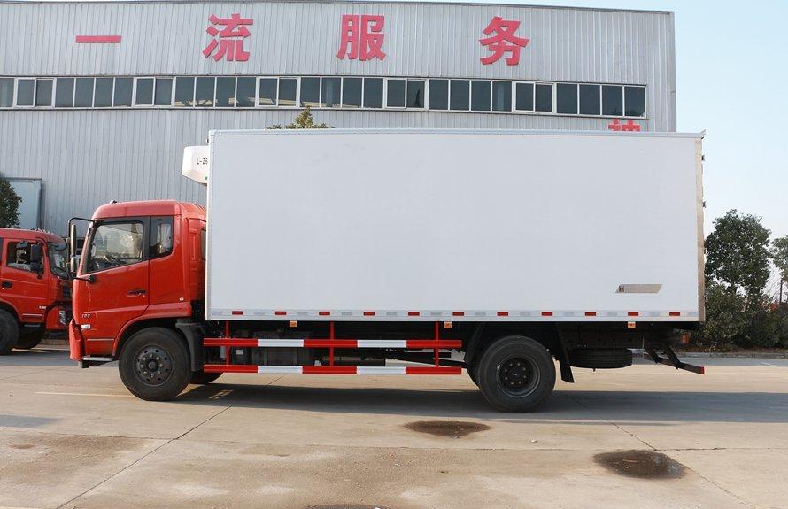 东风天锦7.4米冷藏车正侧图片