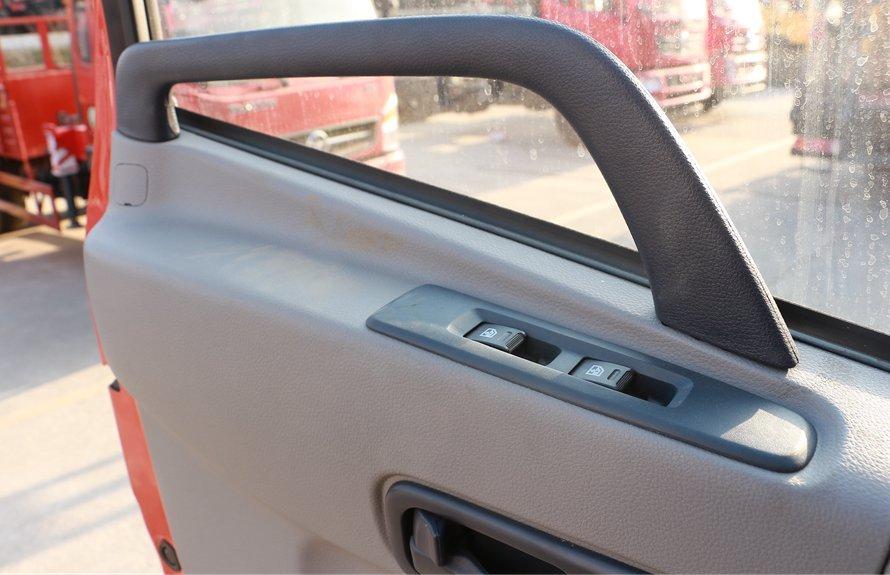 东风天锦7.4米冷藏车电动门窗图片