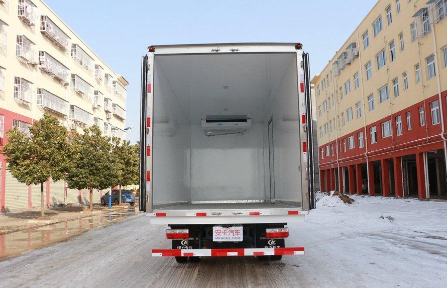 东风多利卡5.1米冷藏车厢体图片