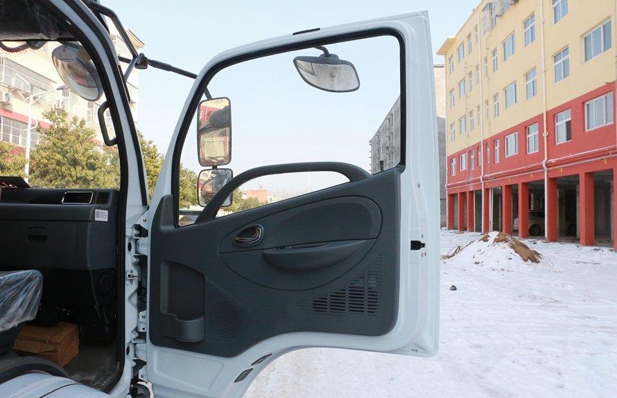 东风多利卡5.1米冷藏车门窗图片
