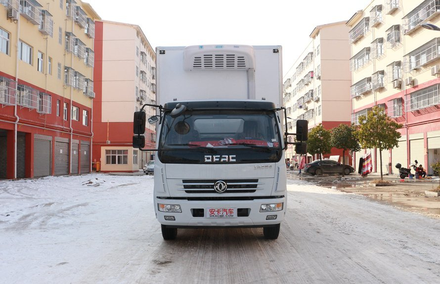 东风多利卡5.1米冷藏车正前图片