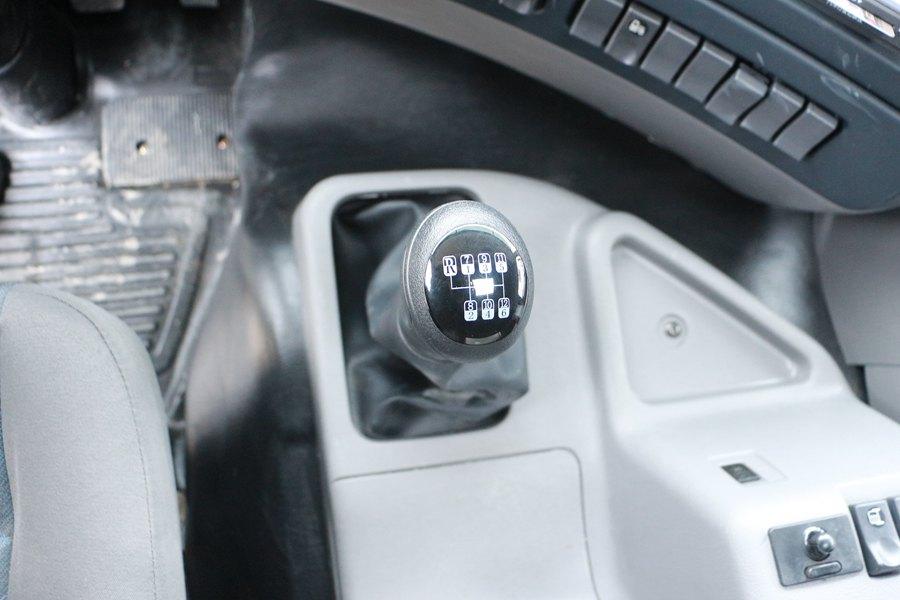 东风天龙9.6米冷藏车12档变速箱图片